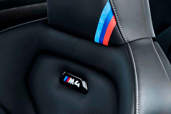 Фирменные сиденья БМВ М4 CS