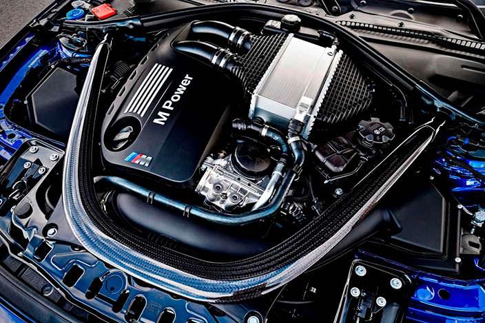 Двигатель 3,0-литра V6 с турбонаддувом под капотом BMW M4 CS