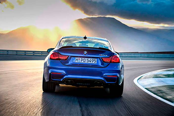 Фото | 2018 BMW M4 CS, вид сзади