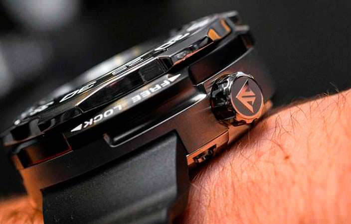 Толстые часы Ситизен для профессиональных водолазов