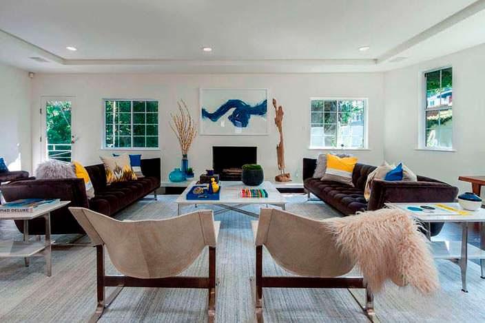 Фото | Дизайн гостиной в пастельных тонах дома Джареда Лето