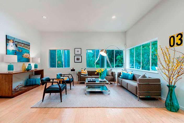 Фото | Дизайн комнаты с двумя диванами в доме Джареда Лето