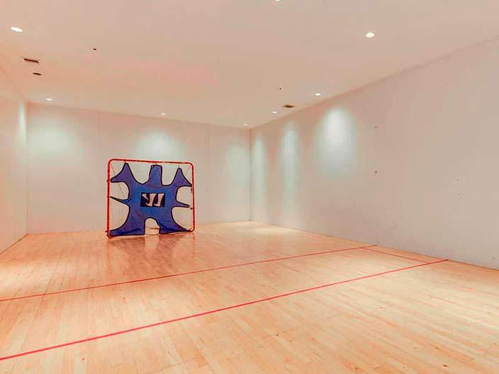 Фото | Корт для ракетбола в доме