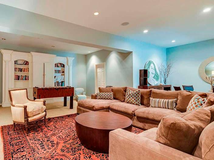 Фото | Большой угловой диван в гостиной
