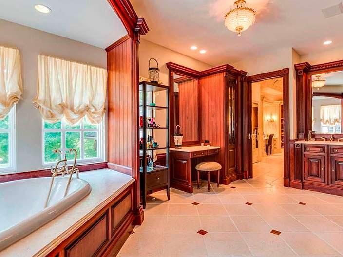 Фото | Шкафчик с зеркалом в ванной комнате