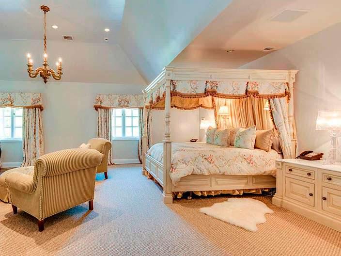 Фото | Спальня в классическом стиле дома «Волка с Уолл-стрит»
