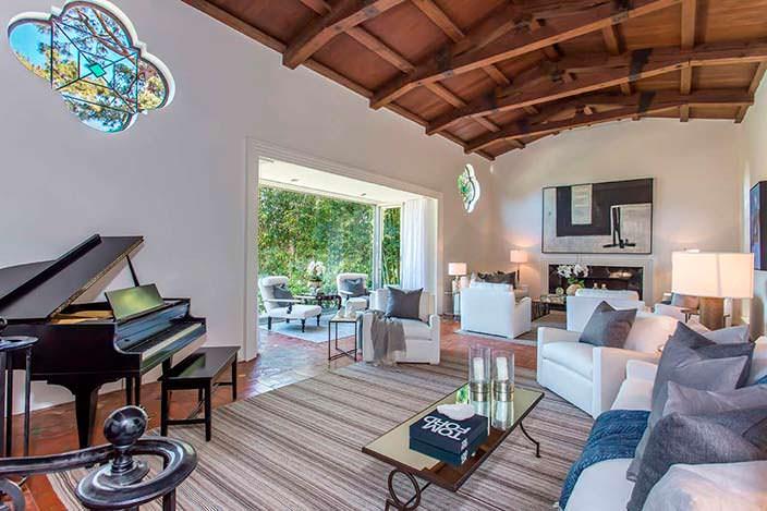 Фото | Комната с роялем в загородном доме Марлен Дитрих