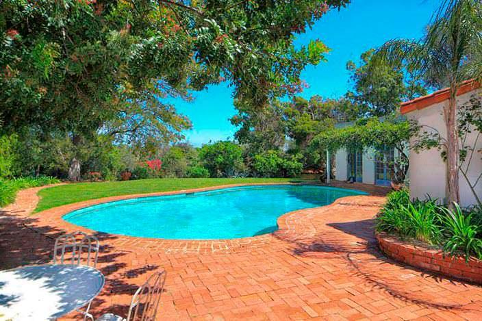 Фото | Очаровательный бассейн во дворе дома Мэрилин Монро