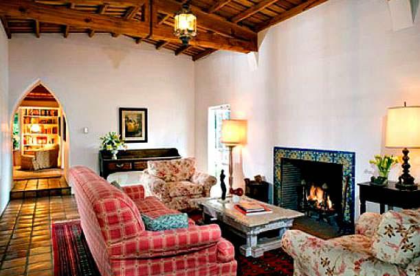 Фото | Комната с камином в доме Мэрилин Монро