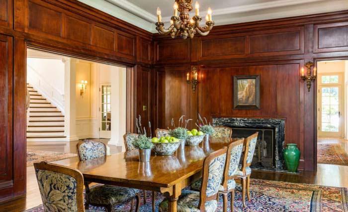 Фото | Деревянные панели в интерьере столовой виллы