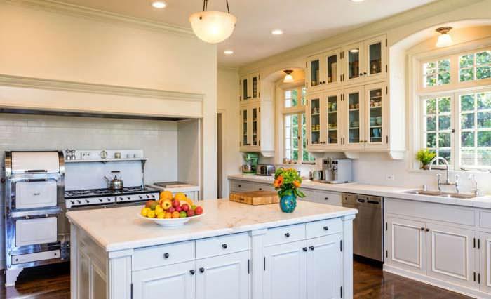 Фото | Классический дизайн кухни дома в Лос Фелис