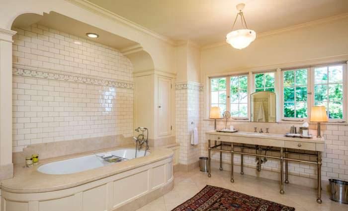 Фото | Ретро-дизайн ванной комнаты в голливудском доме