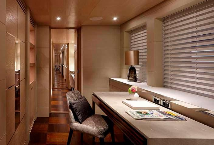 Фото | Кабинет на яхте Ruya. Дизайн Bannenberg & Rowell