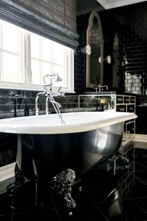 Фото | Черно-белый дизайн ванной комнаты дома Кайли Дженнер
