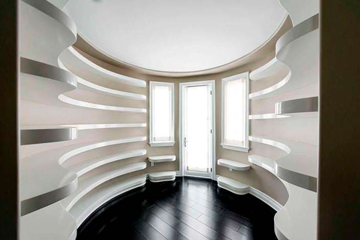 Фото | Комната для обуви и сумочек в доме Кайли Дженнер