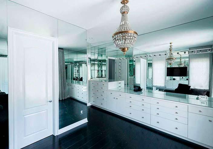 Фото | Дизайн стеклянной комнаты в доме Кайли Дженнер