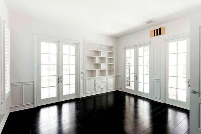 Фото | Черно-белый дизайн комнаты в калифорнийском доме