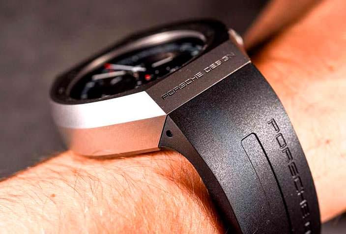 Часы с резиновым ремешком от Porsche Design