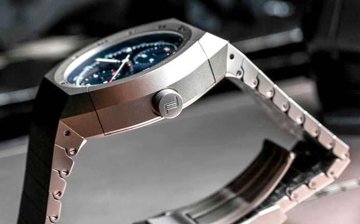 Часы Porsche Design: титановый корпус и браслет