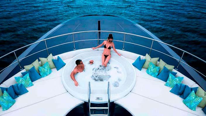 Яхта с джакузи The Ocean Emerald. Дизайн Нормана Фостера
