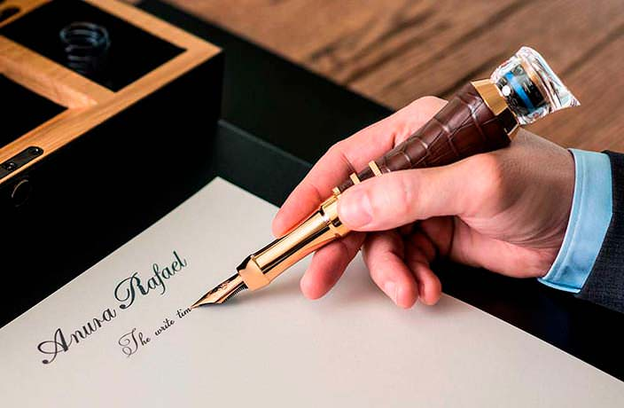 Золотая перьевая ручка с турбийоном от Anura Rafael