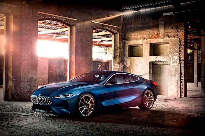 Роскошное купе BMW 8-Series 2017 года