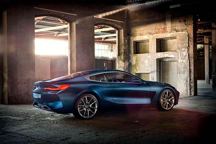 Агрессивное купе BMW 8-Series 2017 года