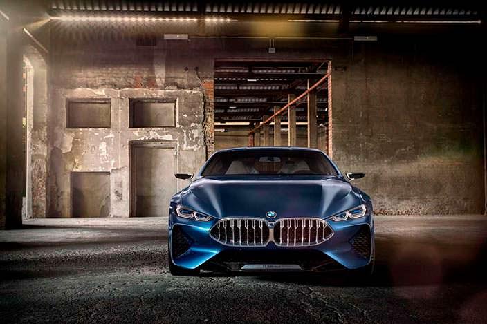 Стильное купе BMW 8-Series 2017 года