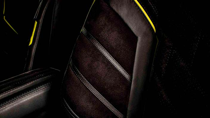 Алькантара и кожа на сиденьях Brabus G500 4x4²