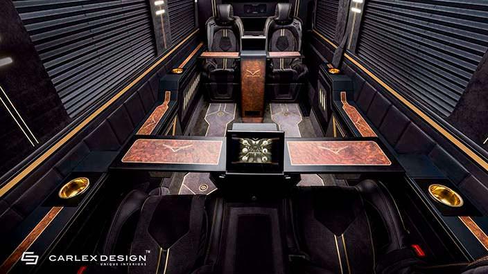 Два 3D-экрана в салоне Mercedes Sprinter от Carlex