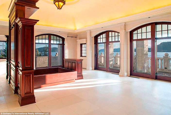 Фото | Панорамная комната на третьем этаже усадьбы