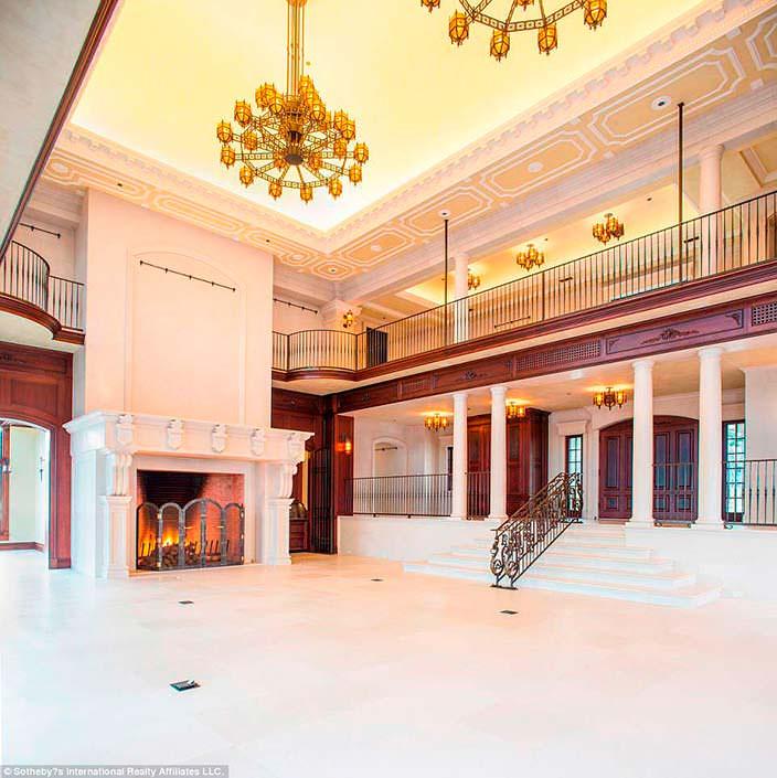 Фото | Классический дизайн комнаты с камином