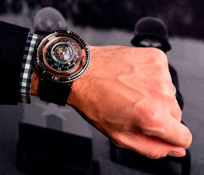 Часы в виде летающей тарелки MB&F HM7 Aquapod