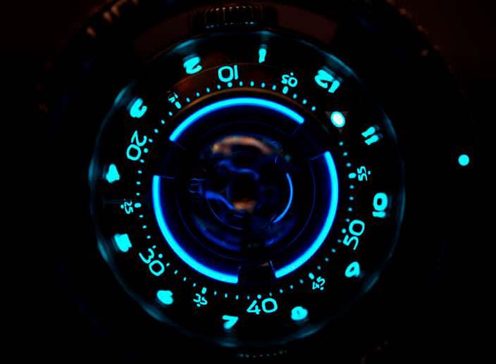 Неоновая подсветка циферблата MB&F HM7 Aquapod