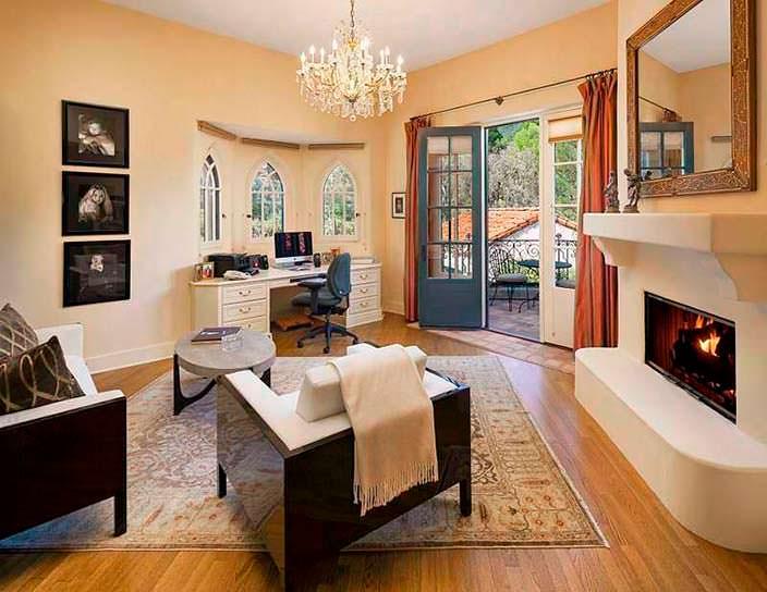Дизайн кабинета с камином в доме Джеффа Бриджеса