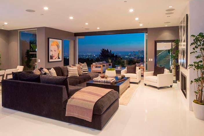 Спальня с раздвижной стеклянной стеной и панорамным видом