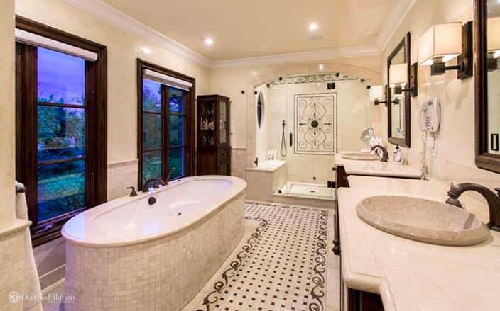 Ванная комната: гранит и мозаика в отделке