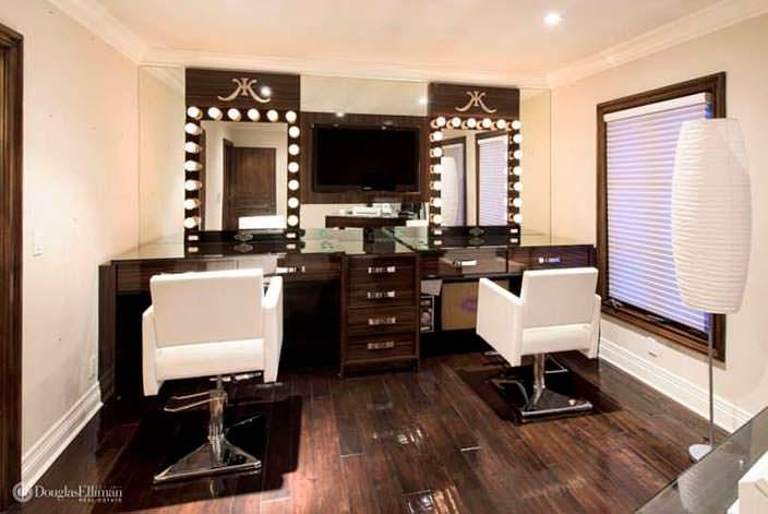 Комната для макияжа в доме в Беверли-Хиллз