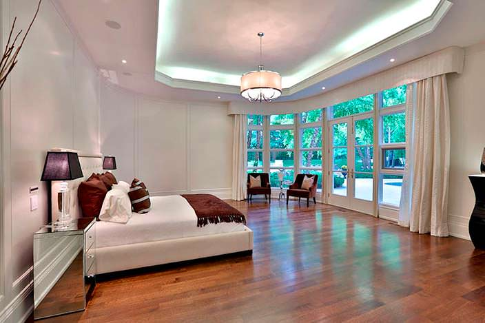 Фото | Спальня с видом на сад в доме Принса
