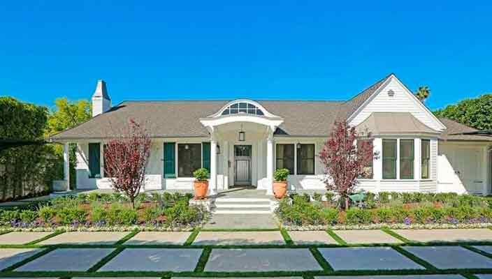 Селена Гомес купила новый дом в Калифорнии