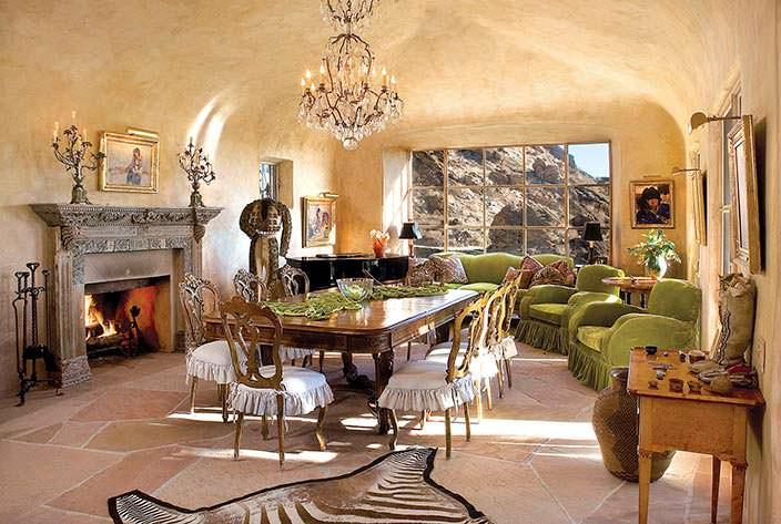 Столовая на 32 персоны. Каменный дом Сьюзан Сомерс