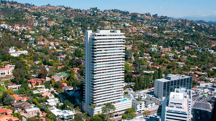 Башня Sierra Towers в Западном Голливуде, Калифорния