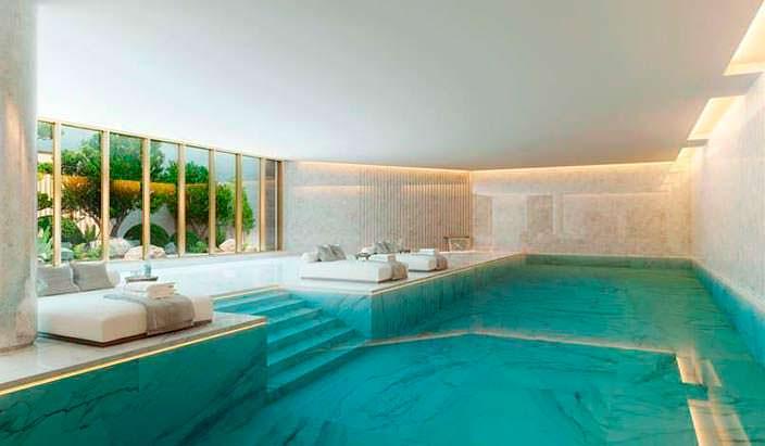 20-метровый крытый бассейн в здании The Palace Hotel