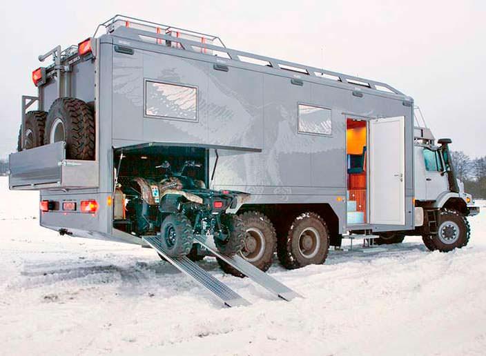 Экспедиционный Mercedes Zetros 6x6 с гаражом для квадроцикла