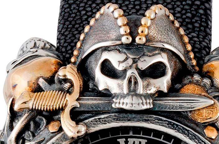 Череп Веселого Роджера на корпусе часов Montegrappa Pirates