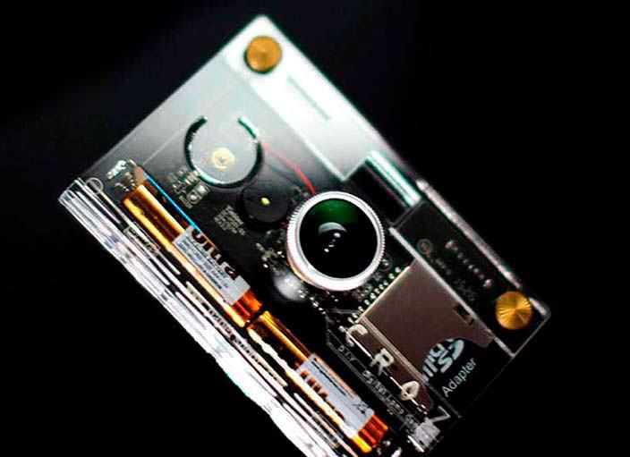 Камера в прозрачном корпусе CROZ от Paper Work