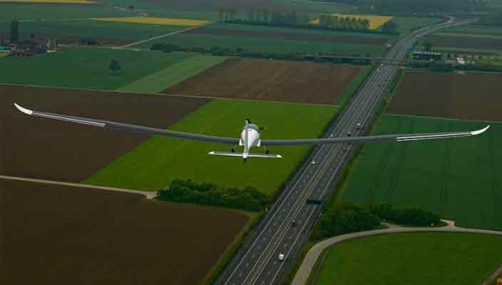 Стратосферный самолет на солнечных батареях впервые взлетел