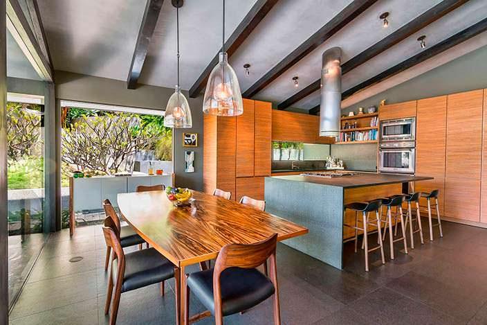 Кухня-столовая в стиле модерн с островом