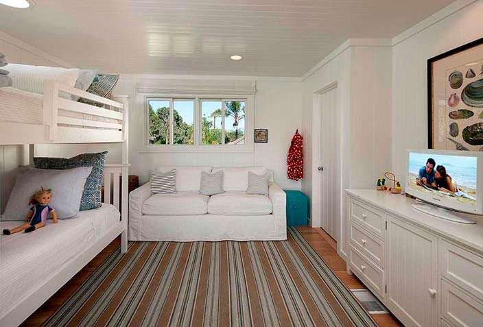Дизайн детской спальни в пляжном доме в Санта-Барбаре