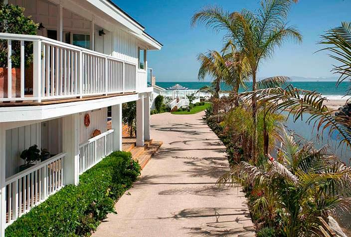 Двухэтажный пляжный дом на берегу Тихого океана в Санта-Барбаре